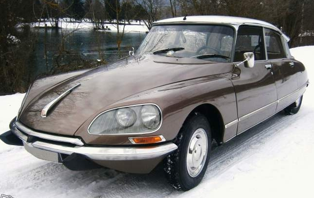13 Citroen DS Pallas